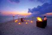 Angsana Velavaru Resort dinner on the beach
