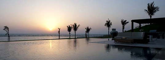 Nurai infinity pool in the sunset