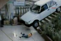 A car hit 4 year-old-kid in Turkey